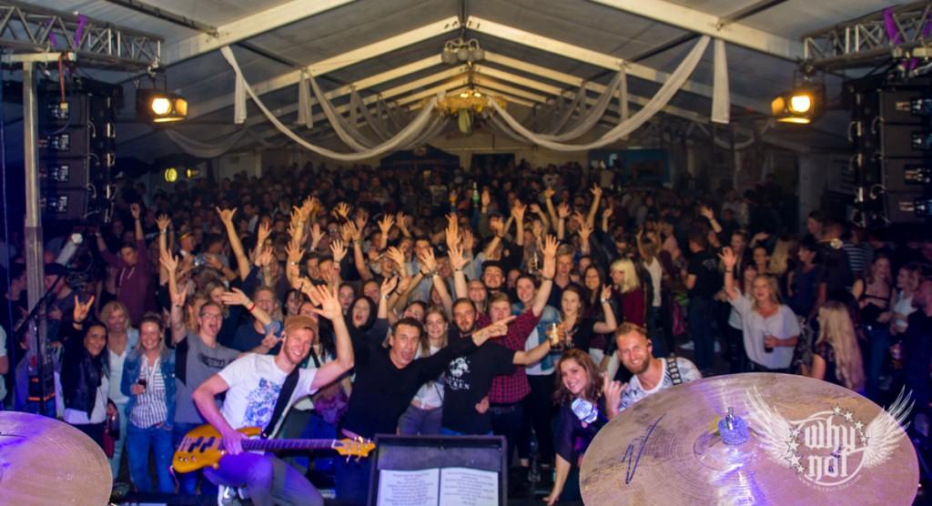 Party auf der Kerwa Kirmes Kirchweih in Erfurt, Angelhausen Arnstadt Thüringen